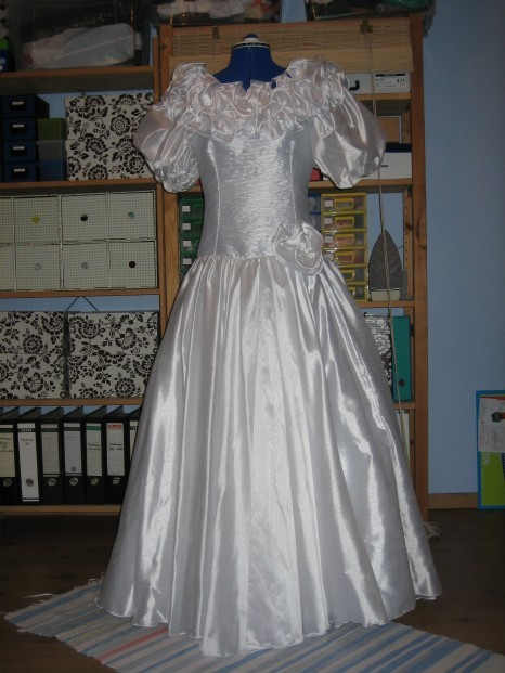 a vendre lot de 5 belles robes de mari es petites annonces gratuites au burkina faso. Black Bedroom Furniture Sets. Home Design Ideas
