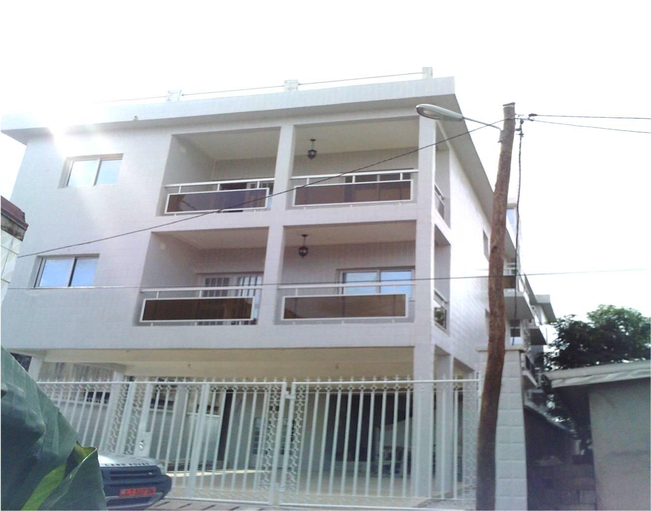 Appartement 3 chambres a louer a bonaberi petites for Appartement et maison a louer liege