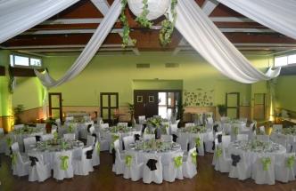 Location de chapiteaux , chaises habillées, tables , décoration à Douala
