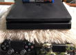 PS4 Avec 6 jeux 02 Mannettes a vendres