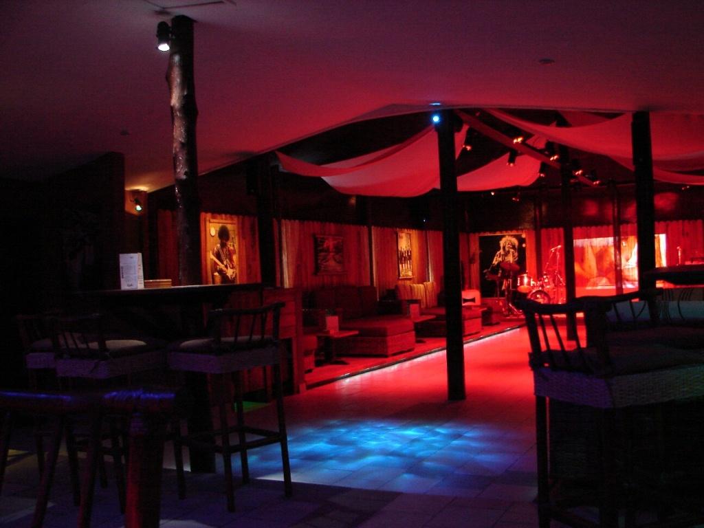 bar de nuit cafe concert petites annonces gratuites au. Black Bedroom Furniture Sets. Home Design Ideas