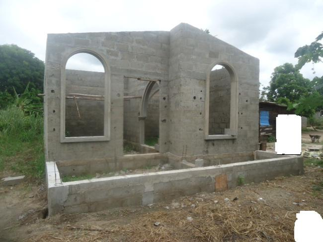 Vente d une parcelle avec maison sans toiture petites for Acheter une maison ouaga 2000