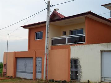 Duplex de 7p avec 2cuisine sur 300m 100millions for Abidjan location maison