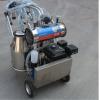 Machine à traire mobile avec moteur à essence