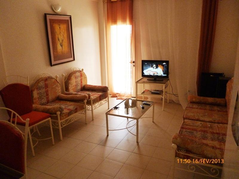 Appartement meubl la cit mixta petites annonces for Meuble au senegal