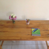 Table en bois classique.